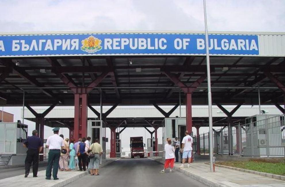 "Граничари арестуваха трима мигранти, укрити в камион на ГКПП ""Лесово"""
