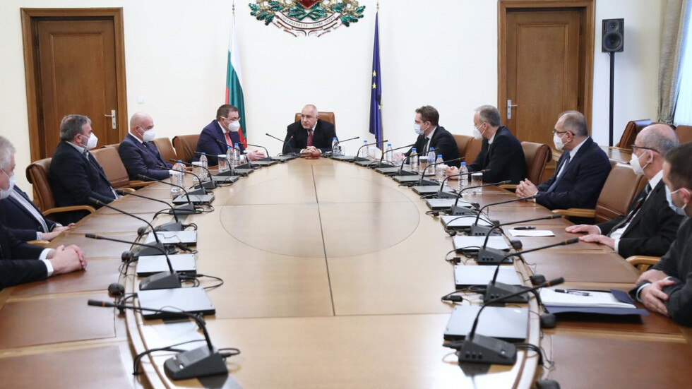 Постепенно разхлабване на противоепидемичните мерки в България препоръча НОЩ