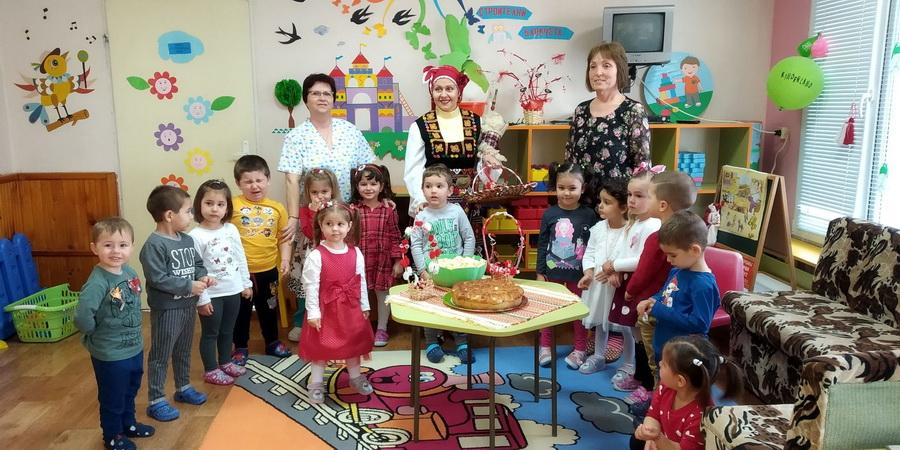 """Снимки: Баба Марта посети децата от ДГ""""Надежда"""""""