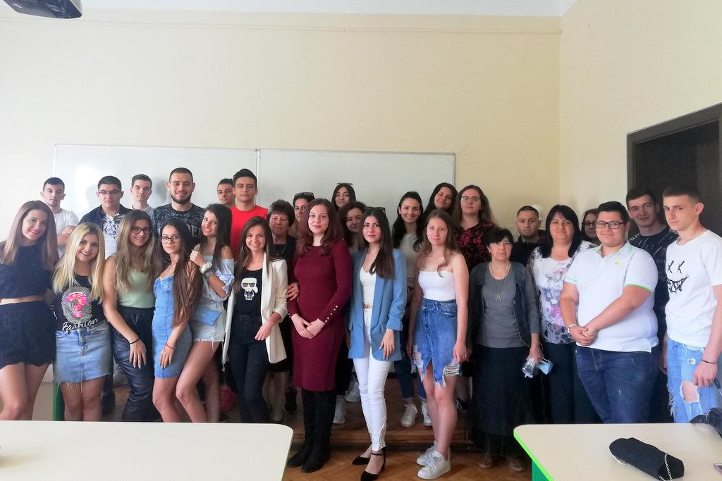 "Снимки: ПГ ""Св. Климент Охридски"" връчи дипломите на юбилейния випуск 2021 година"