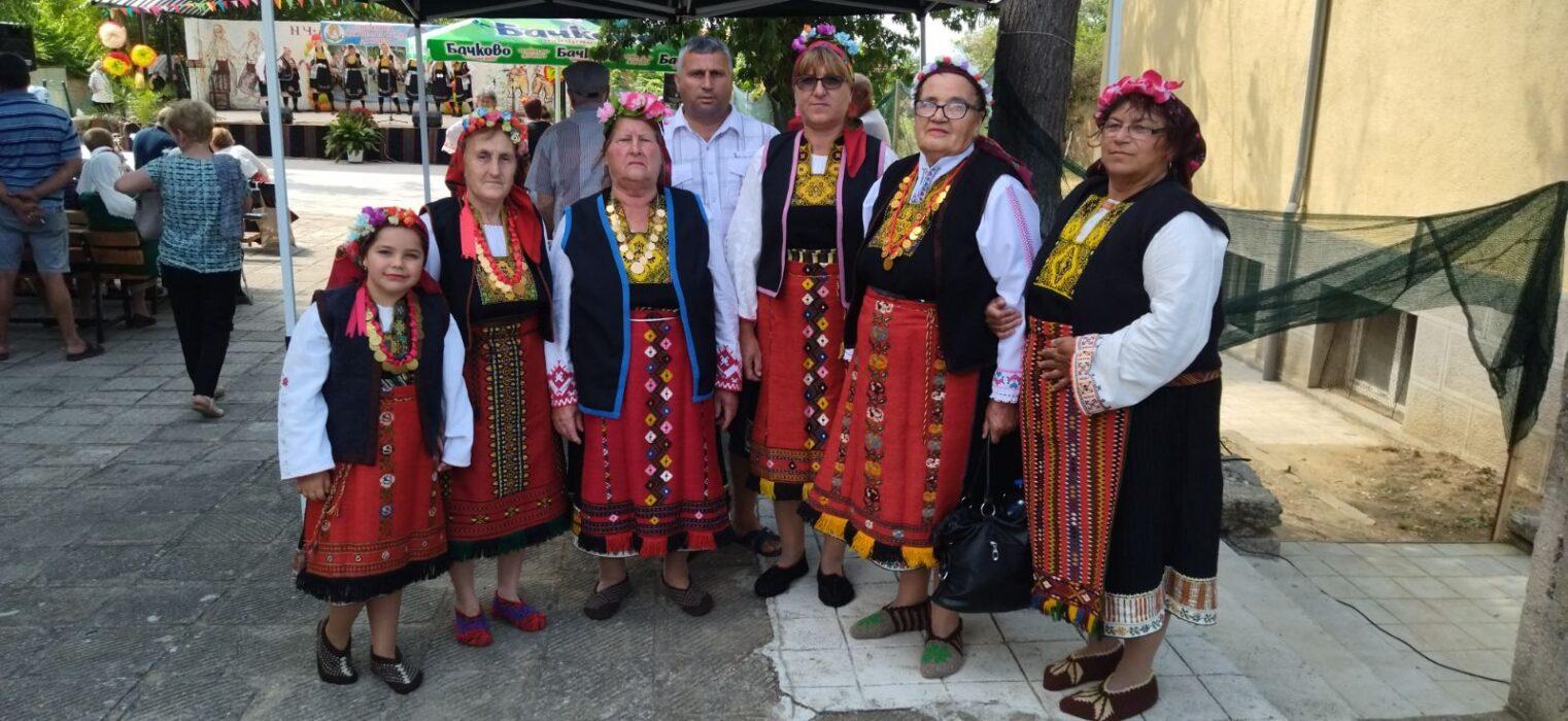 Певческата група от село Пчела с първо място от фолклорен фестивал на сусама, с. Доситеево, общ. Харманли