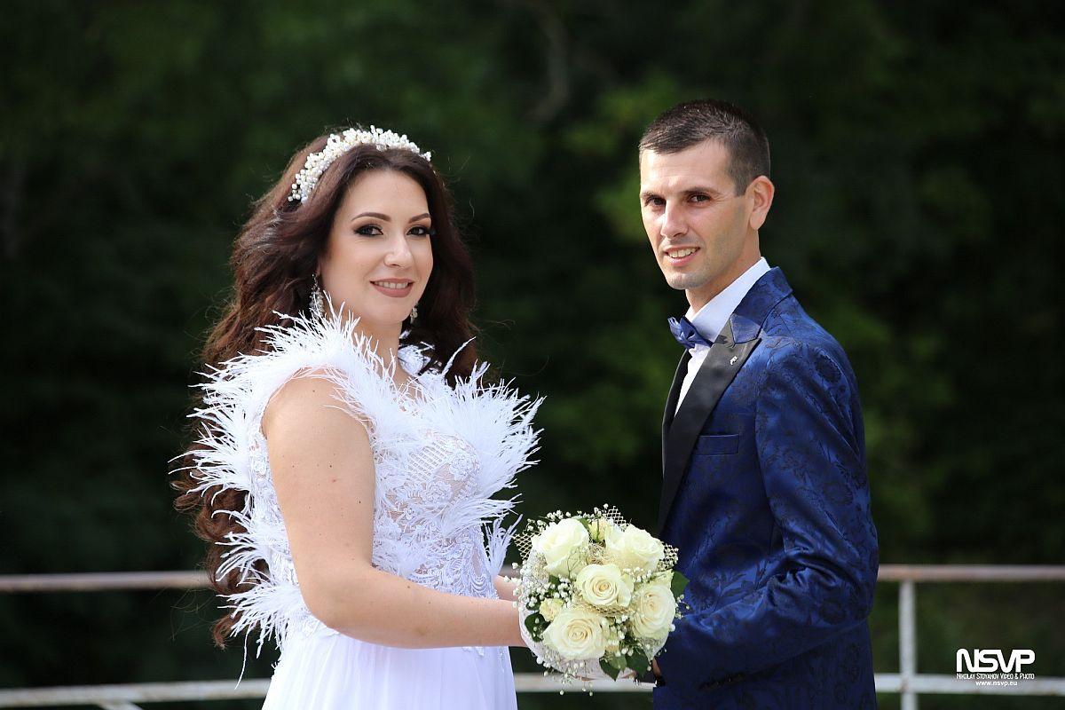 Благотворителен жест вместо цветя за сватбата на младоженци от Елхово зарадва деца от две социални заведения